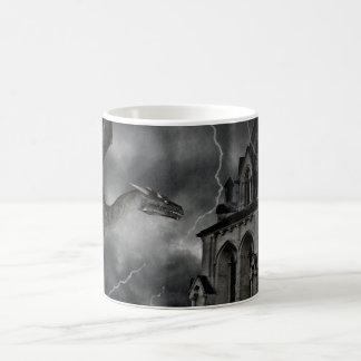 Taza tempestuosa gótica oscura de la noche