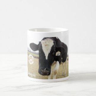 Taza tímida de la vaca