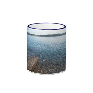 Taza tranquila de las aguas