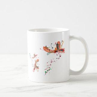 Taza trenzada de las mariposas