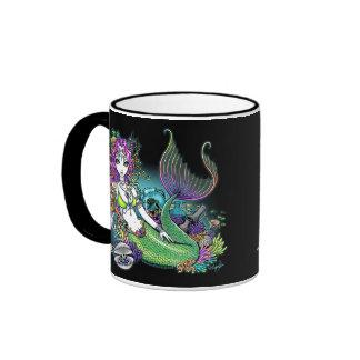 Taza tropical del arte de la sirena del arco iris