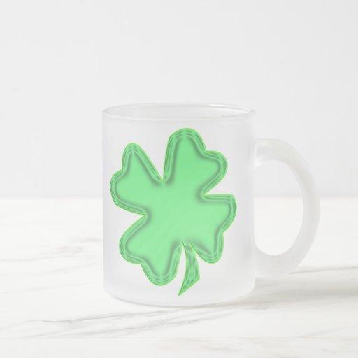 taza verde clara del trébol de la diversión doble