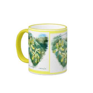 Taza verde de Cowslip del corazón de los veris del