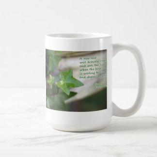 Taza verde de la hiedra de un profesor