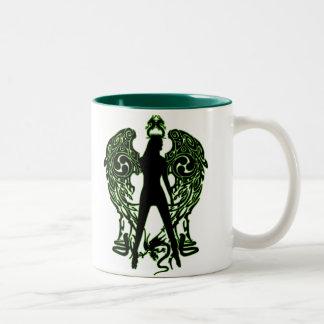 Taza verde del ángel de la serpiente