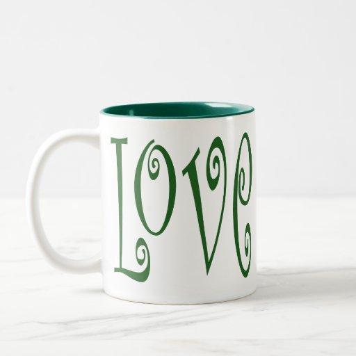 Taza verde del corazón del amor