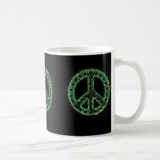 taza verde del signo de la paz