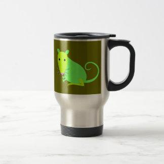 Taza verde del viaje de la rata