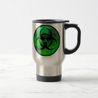 Taza verde del viaje del símbolo del Biohazard de