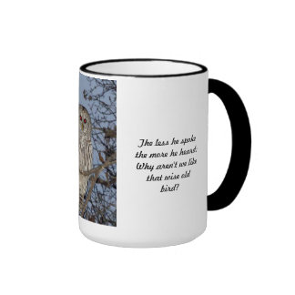 Taza vieja sabia del búho - menos él habló la taza