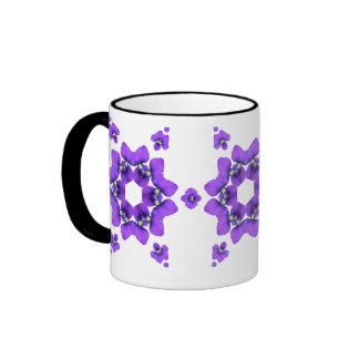 Taza violeta púrpura del caleidoscopio