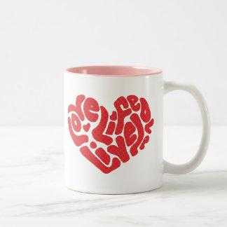 Taza viva de las tarjetas del día de San Valentín