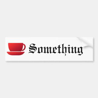 Taza y platillo rojos etiqueta de parachoque