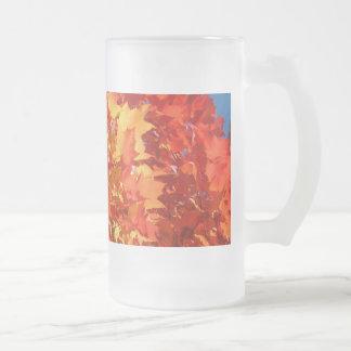 Tazas anaranjadas del vidrio esmerilado de las hoj