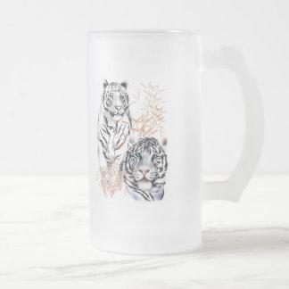Tazas blancas de los tigres