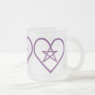 Tazas célticas del diseño del corazón del pentácul