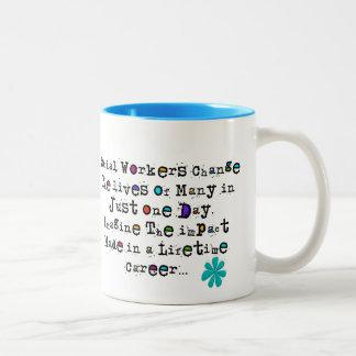Tazas de café de la cita del asistente social