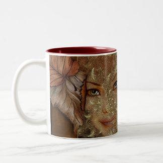 Tazas de café de la ninfa de madera del otoño