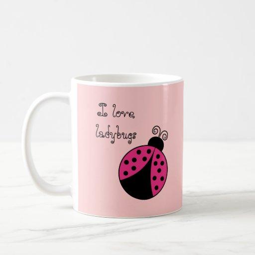 Tazas de café lindas de la mariquita