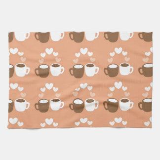Tazas de café lindas del amante en el melocotón toalla de cocina
