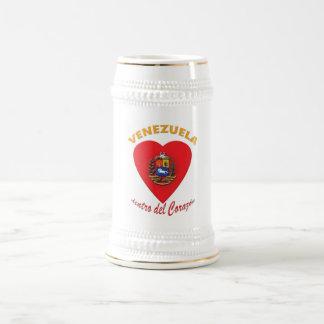 Tazas de cerveza de Venezuela dentro del corazón