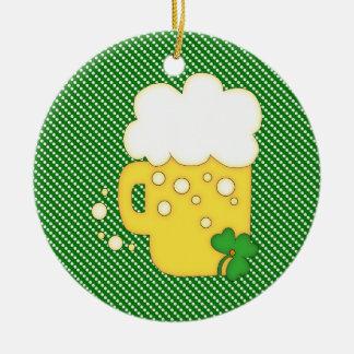 Tazas de cerveza del día de St Patrick en lunares Ornamente De Reyes