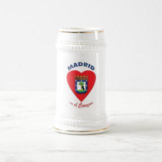 Tazas de cerveza del EL Corazón del en de Madrid