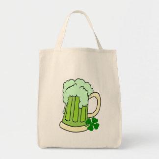 Tazas de cerveza verdes bolsas