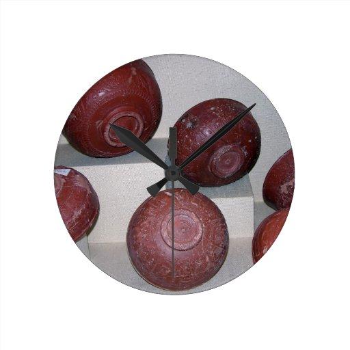 Tazas de Dragondorff, c.150 A.C. (cerámica) Reloj De Pared