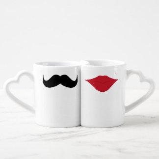 Tazas de los pares del bigote y de los labios tazas para enamorados