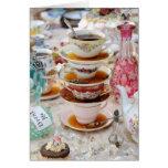 Tazas de té en un fiesta felicitación
