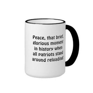 """Tazas del café y de cerveza con cita de la """"paz"""""""