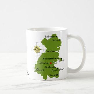 Tazas del mapa y del escudo de Dublín del condado