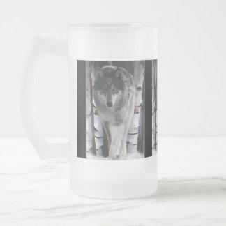 Tazas del regalo del lobo gris y de la fauna del b