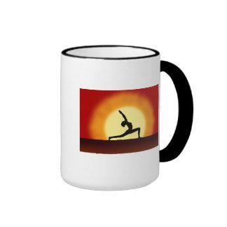Tazas del té o de café de la salida del sol de la