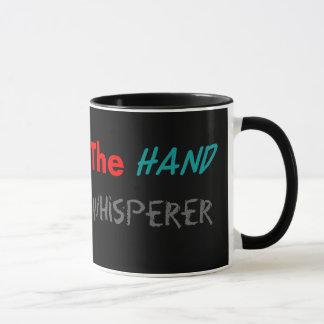 Tazas del Whisperer de la mano del cirujano de la