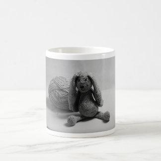 Tazas lindas del diseño del conejo