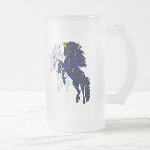 Tazas negras y de plata de los unicornios