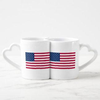 Tazas patrióticas de los amantes con la bandera de taza para parejas