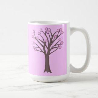 Tazas púrpuras rosadas acodadas del árbol de los