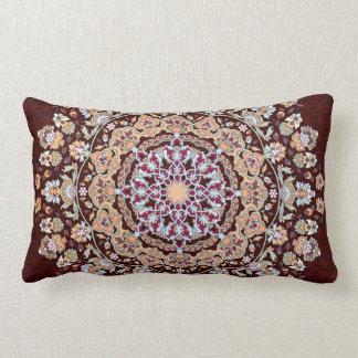 Tazhib decorado del arte persa en fondo granate almohadas