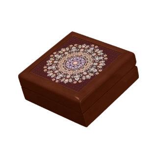 Tazhib decorado del arte persa en fondo granate cajas de recuerdo