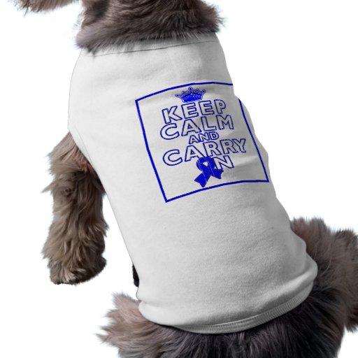 TBI guardan calma y continúan (Blue Ribbon) Playera Sin Mangas Para Perro