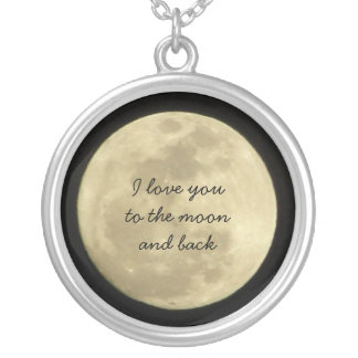 Te amo a la luna y al collar trasero