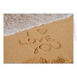 Te amo escrito en la arena felicitación