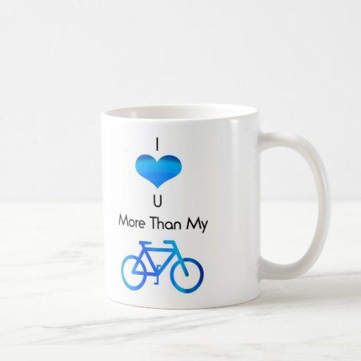 Te amo más que mi bici en azul taza básica blanca
