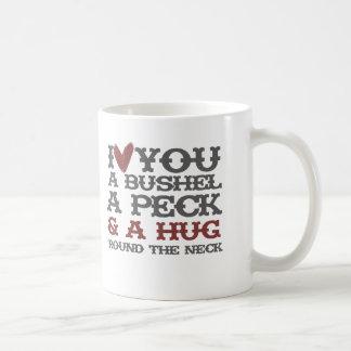 Te amo un celemín y un peck y un abrazo alrededor taza de café