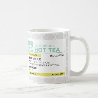 Té caliente de la prescripción divertida con el taza de café