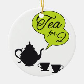 Té para dos, pote del té del vintage y taza adorno navideño redondo de cerámica