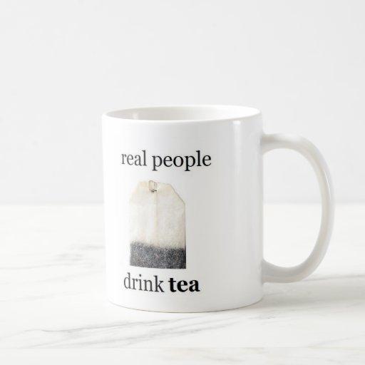 Té real de la bebida de la gente taza